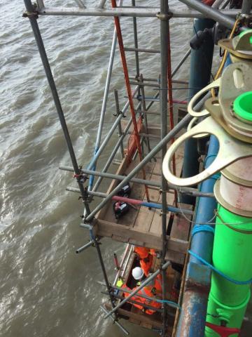 Overhanging scaffolding for welding