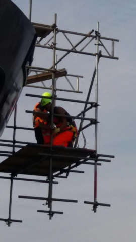 Hanging scaffold for welding work
